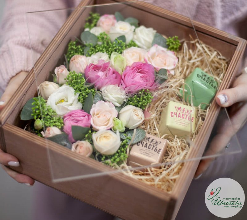 Сладкий набор в ящике со стеклом с конфетами «Счастье» СПб