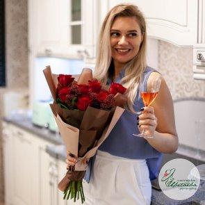 Букет розы со скиммией