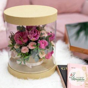 Цветы в прозрачной коробке c доставкой в Томске