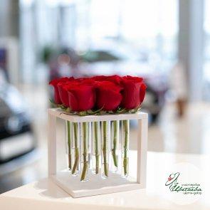 Цветы в боксе на 9 роз c доставкой в Томске