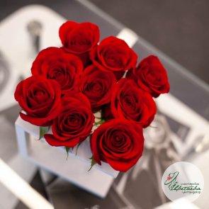 Цветы в боксе на 9 роз