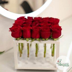 Цветы в боксе на 25 роз