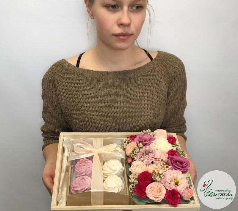 Цветы с зефиром в коробке