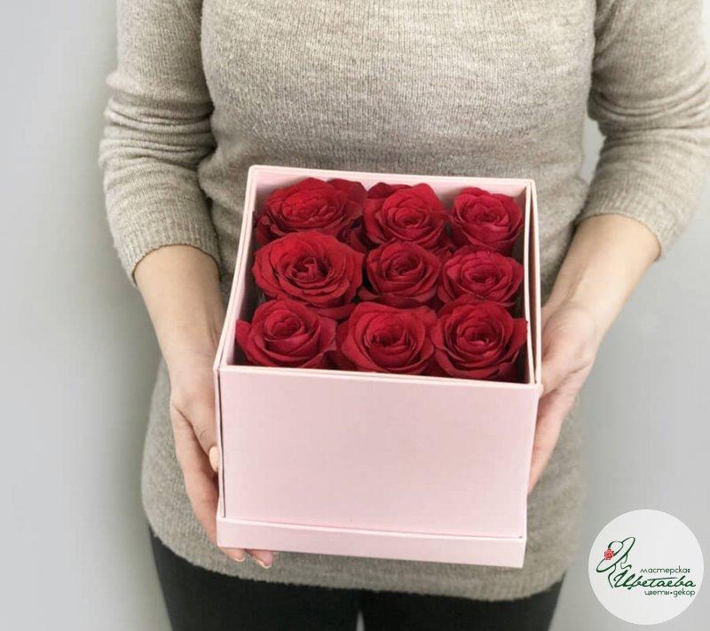 Розы в коробке с конфетами