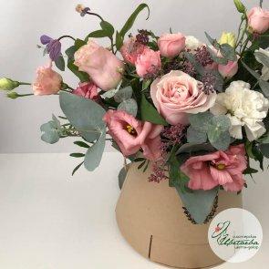 Дополнительные фотографии к товару - Цветы в шляпной коробке с конфетами