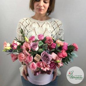 Дополнительные фотографии к товару - Цветы со сладостями в коробке