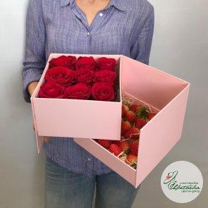 Коробочка с клубникой и розами c доставкой в Томске