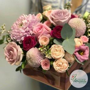 Подарочная композиция из цветов c доставкой в Томске