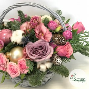 Новогодние корзины с цветами