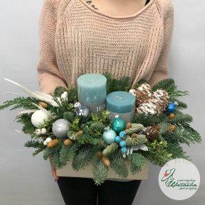 Новогодняя композиция из нобилиса и свечей c доставкой в Томске