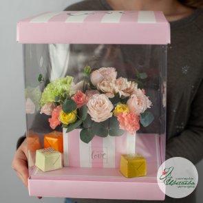 Букеты цветов в коробках с конфетами
