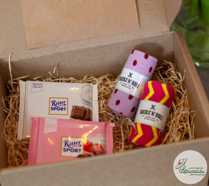 Подарочный набор с носочками и сладостями