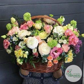 Корзина цветов «8 марта»