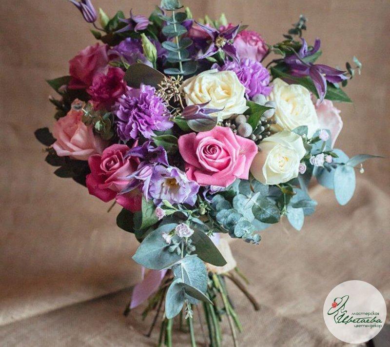 Лиловый букет невесты