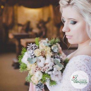 Зимний букет невесты с шишками