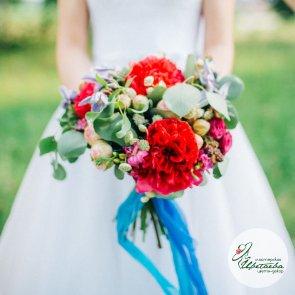 Букет невесты из георгин